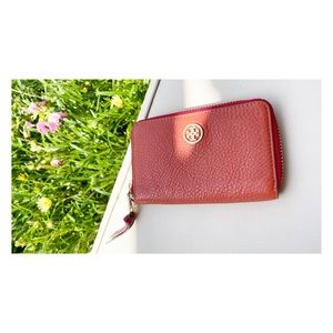 SALE🔥Tory Burch Pebbled Leather Zip-Around Wallet